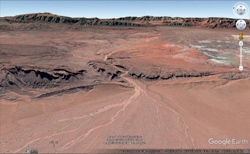 Vue aérienne du canyon du rio Talampaya (à sec) au centre de l'image
