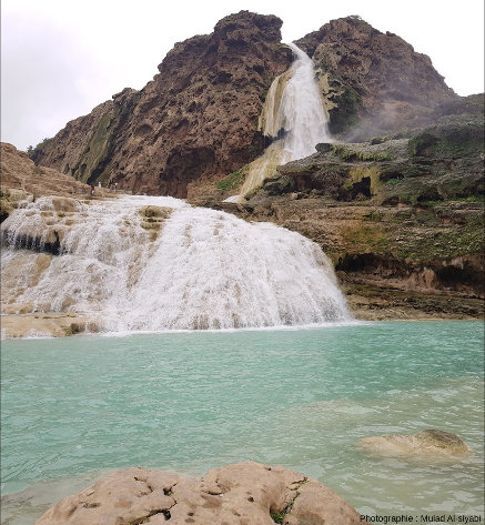 Vue de détail de la cascade du premier plan de la photo ci-dessus, Wadi Darbat, Oman