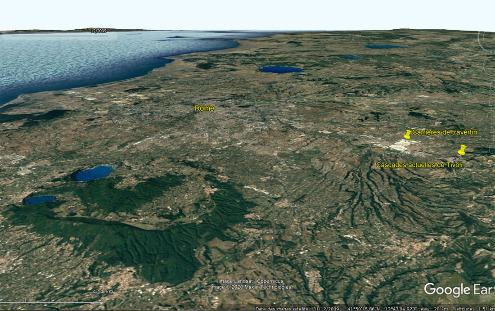 Vue aérienne de la région de Rome, avec les grandes carrières de Tivoli visibles à droite sous la forme d'une grande tache blanche