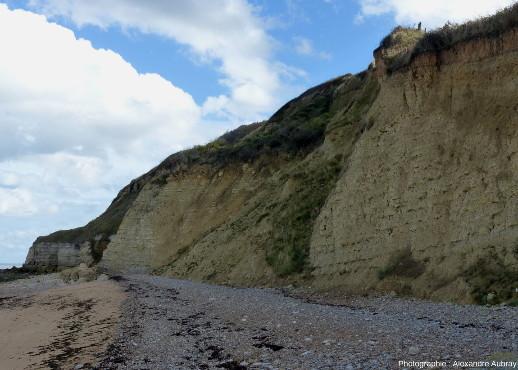Autre détail de la falaise montrant un éboulement des marnes