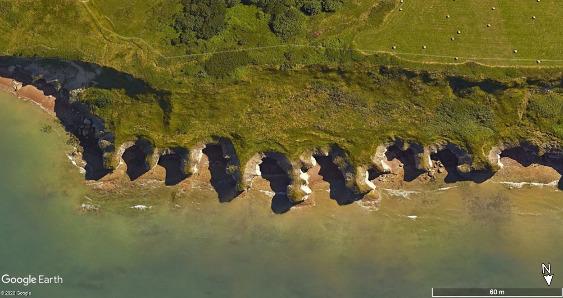 Vue aérienne montrant les morphologies des confessionnaux à l'Ouest de la plage, Sainte-Honorine-des-Pertes