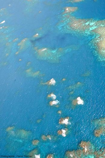 Petits récifs isolés au Nord-Ouest des figures 19 et 20, dans le bras de mer entre Elford et Moore Reefs