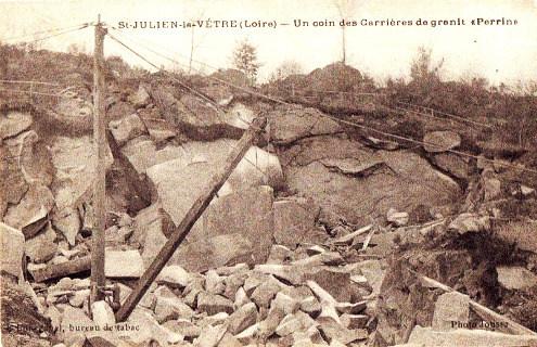 Carte postale ancienne (premier tiers du XXe siècle) montrant une partie du front de taille de la carrière de Saint-Julien-la-Vêtre au temps de son exploitation