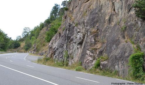 La route départementale D1089, le parking et le cadre des affleurements des photos 14 à 24