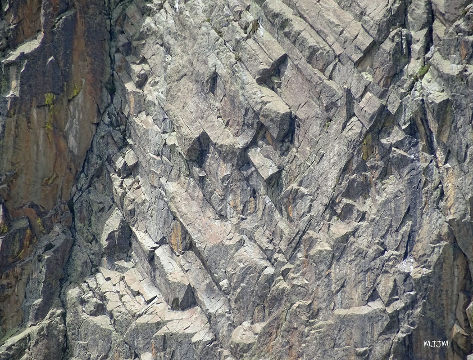 Détail de prismes d'andésite dans le secteur Sud du Pic du Midi d'Ossau, Pyrénées-Atlantiques