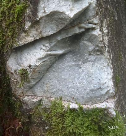 Affleurement de rhyolite à la fontaine Hounrède, juste au Sud du lac de Bious Artigues, Laruns, Pyrénées-Atlantiques