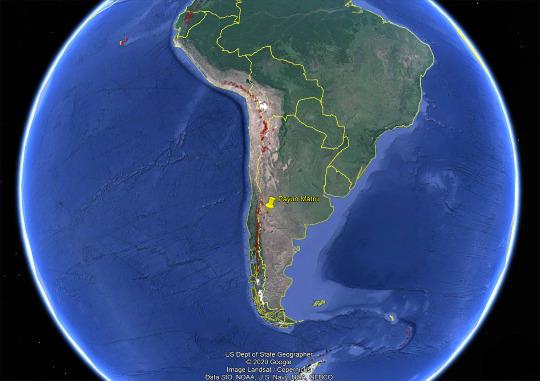 Vue sur l'Amérique du Sud où ont été reportés (points rouges) tous les volcans holocènes (dont la dernière éruption a eu lieu dans les 10000 dernières années)