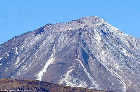 Vue de détail sur le cratère sommital du Payun Liso, Argentine
