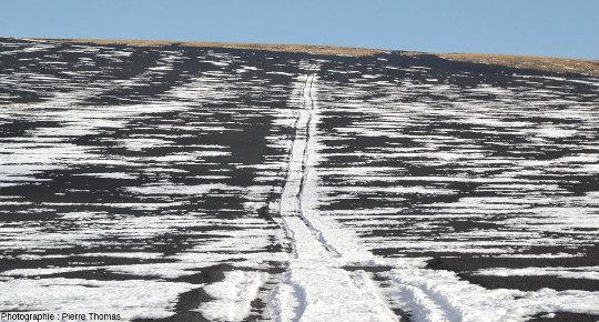 Grande étendue recouverte de scories basaltiques autour du Payun Matru, Argentine