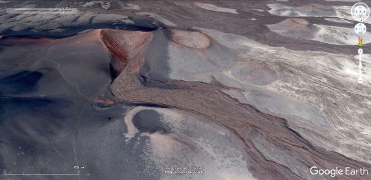Vue aérienne du volcan ci-dessus