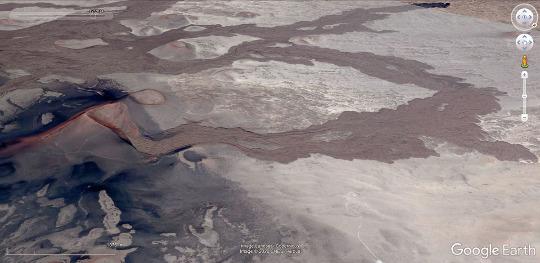 Vue aérienne du volcan ci-dessus et de l'ensemble de la coulée de basalte qu'il a émise