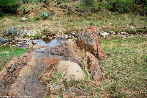 Vue globale de l'affleurement de komatiite où ont été prises les photos 1 à 11, vallée de la Komati River, Afrique du Sud