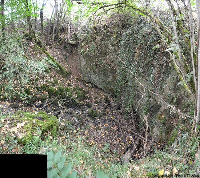 Les pertes de la Jonquière, situé à 250m au Nord-Est de l'entrée actuelle de la grotte de Foissac (Aveyron)