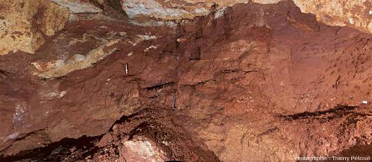 Détail du remplissage d'une phosphatière située à Malpérié (commune de Caylus, Tarn et Garonne)
