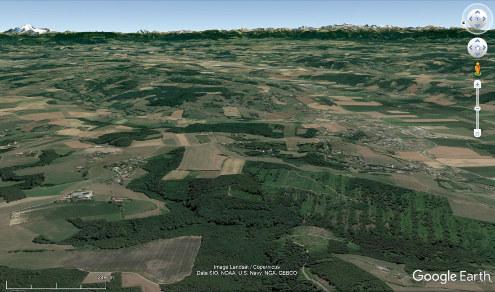Vue aérienne d'un secteur du Bas Dauphiné montrant un paysage caractéristique, fait de collines assez basses, collines constituées de molasses miocènes recouvertes de formations glaciaires