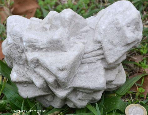 L'un des deux côtés d'un échantillon de calcite de Bellecroix