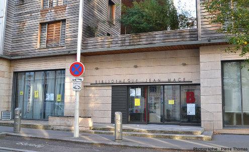 Entrée principale de la bibliothèque municipale de Jean Macé (Lyon, 7ème)