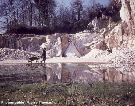Vue de la carrière de Saint-Paul-la-Roche dans son état de novembre 1976, un an après la découverte du cristal géant
