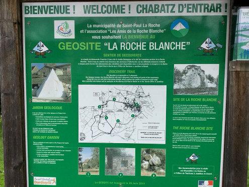"""Panneau présentant le géosite """"La Roche Blanche"""" à Saint-Paul-la-Roche"""