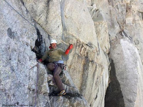 Un four à cristaux dans une paroi vertical du Massif du Mont-Blanc