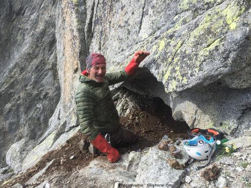 Exploitation artisanale (mais déclarée) d'un four à cristaux dans une paroi verticale du Massif du Mont-Blanc
