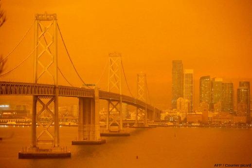 Le Bay Bridge à San Francisco le 10 septembre 2020, alors que les forêts des environs brulaient