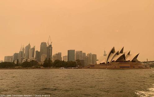 Sydney et son célèbre opéra le soir du 6 décembre 2019, alors que de nombreux feux de brousses entouraient la ville