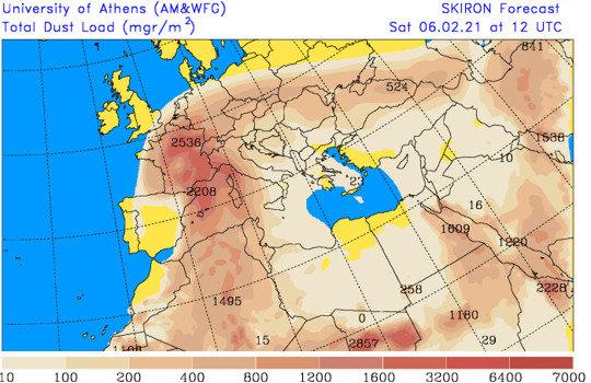 Carte de l'Europe, de l'Afrique du Nord et du Moyen Orient montrant la quantité totale de poussière en suspension dans toute la tranche atmosphérique (exprimée en mg/m2) le 6 février 2021, 13h