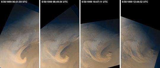 Développement d'une tempête de sable (locale) le 30 juin 1999 en périphérie de la calotte polaire Nord de Mars