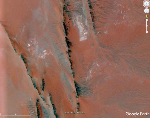 Détail d'un des dykes de la photo précédente, Taoudeni, Mali