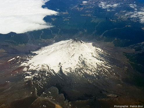 Le Villarrica, 2847m, DE 2021, 35000hab., vu depuis l'Est