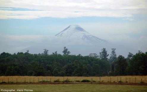 L'Osorno vu du sol, 2659m, DE 1869, 12000hab., Andes chiliennes