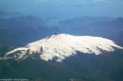 Le sommet du Melimoyu, 2400m, DE 200, 200hab.