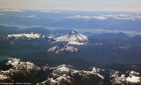 Au centre, le Maca(?), 2960m, DE 1560, 375hab., en avant plan, le Cay, 2090m, DEâge inconnu, 100hab.