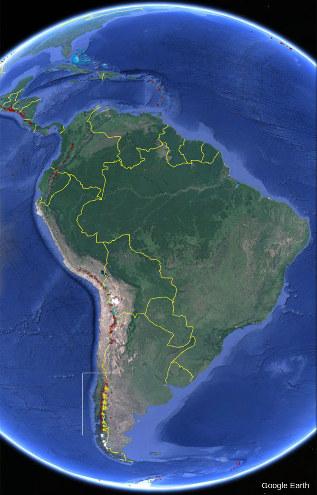 Vue satellite de l'Amérique du Sud sur laquelle sont localisés tous les volcans actifs (petite taches rouges)
