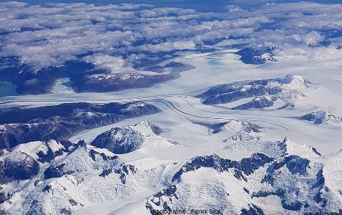 Un des glaciers s'écoulant de l'extrémité Sud du Champ de glace Nord de Patagonie (Campo de hielo Patagónico Norte), Chili