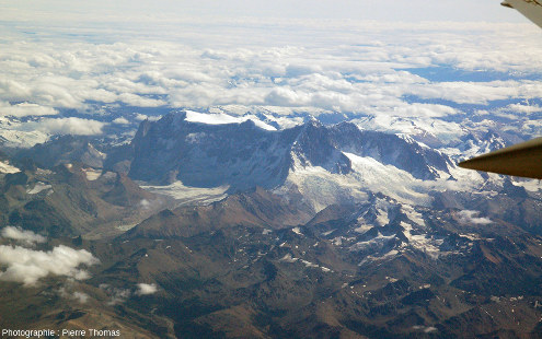 """Autre """"petite"""" montagne recouverte de """"petits"""" glaciers, le Cerro San Lorenzo (3700m)"""