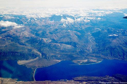 Vue sur le lac Pueyrredon (nom argentin, ce lac s'appelant lac Cochrane au Chili)