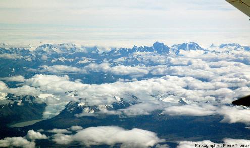 Vue (lointaine) sur l'extrémité Nord du Champ de glace Sud de Patagonie, Chili (distant d'environ 70km)