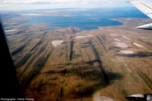 Champ de drumlins situé à 25km au Nord de l'aéroport de Punta Arenas (Chili)