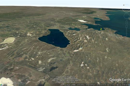 Vue satellite correspondant à un zoom arrière de l'image des drumlins de la figure 28 (localisée par la punaise jaune)