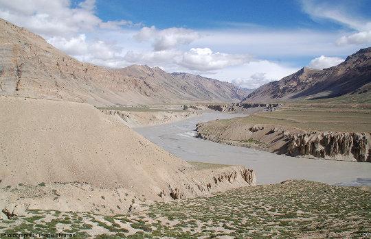 Vue d'ensemble des terrasses de Sarchu et de l'érosion de leurs versants