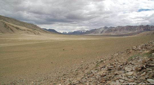 Certaines parties de cette surface alluviale n'ont pas du tout été entaillées par un cours d'eau