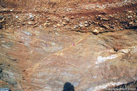 Détail de la faille visible à droite de la photo de la figure 3, dans les micaschistes paléozoïques de la plage de Pénestin (Morbihan)