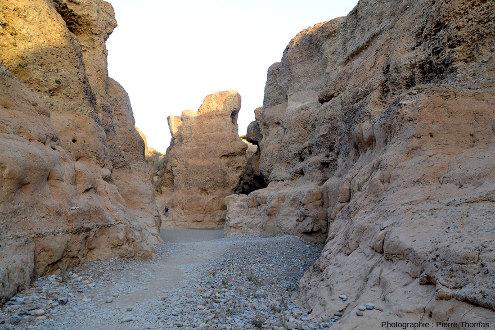 Parcours d'aval en amont tout le long du canyon de Sesriem, Namibie, vue 8/11