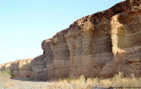 Vue d'ensemble de segments de la paroi du canyon de Sesriem (Namibie)