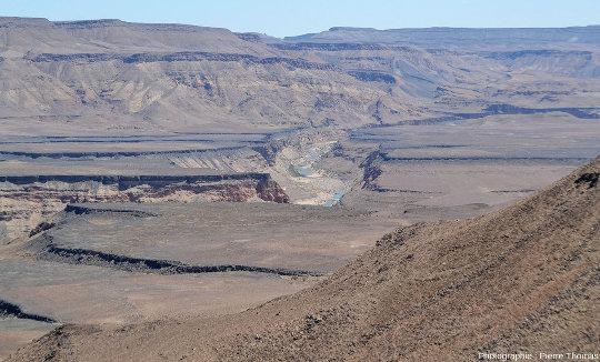 La vallée de la Fish River en amont (au Nord) de son entrée dans le canyon sensu stricto, Namibie