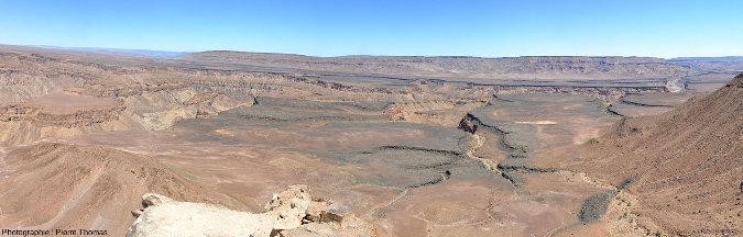 Vue (prise en direction du Nord-Ouest) sur l'entrée du canyon de la Fish River (Namibie)