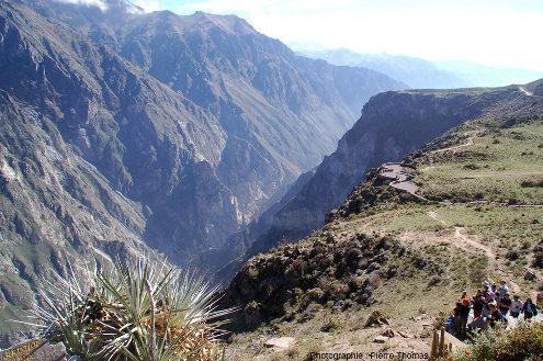 Vue depuis la Croix du Condor en direction de l'amont (vers l'Est), canyon de Colca (Pérou)