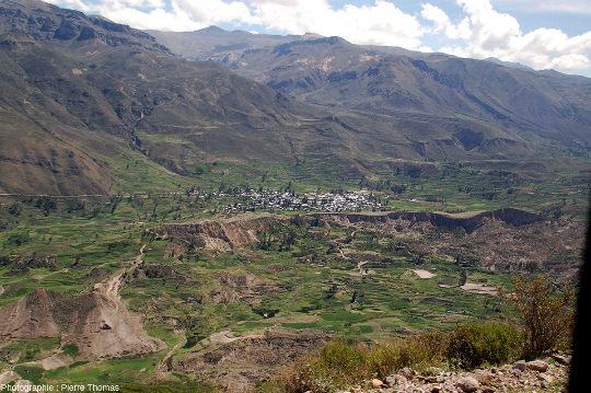 Autre vue de l'amont de la haute vallée de la rivière Colca, Pérou